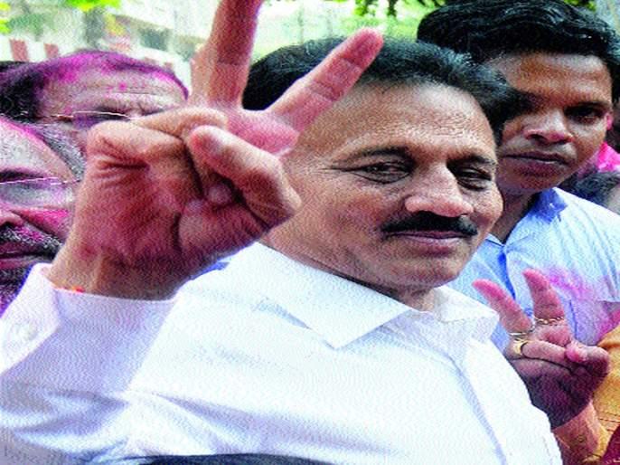 Girish Mahajan was the only danger for the mayor | महापौरपदासाठी गिरीश महाजनच ठरले संकटमोचक