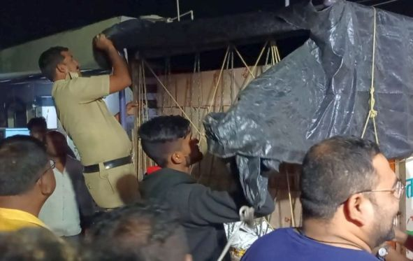 Chandrapur District for Illegal Trade Notable actions on sand, alcohol, scented tobacco | चंद्रपूर जिल्हा अवैध धंद्यासाठी 'सेफ झाेन';रेती, दारू, सुगंधित तंबाखूवर लक्षवेधी कारवाया
