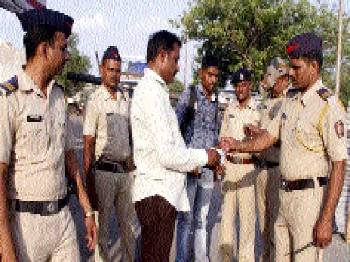 A big police settlement in Beed; Look at the drone | बीडमध्ये तगडा पोलीस बंदोबस्त; ड्रोनद्वारे राहणार नजर