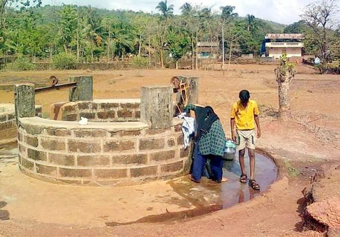 Plans of 219 villages in Solapur district have been closed due to flood water | पुराच्या घाण पाण्याने सोलापूर जिल्ह्यातील २१९ गावांच्या योजना पडल्या बंद