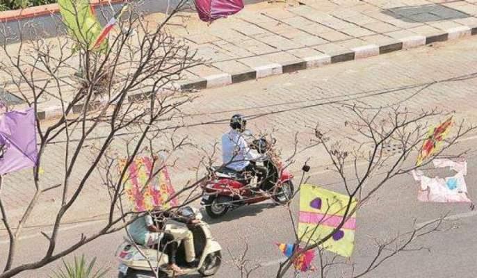 Campaign to remove kite strings trapped in trees   झाडावर अडकलेला मांजा काढण्यासाठी नागपुरात अभियान