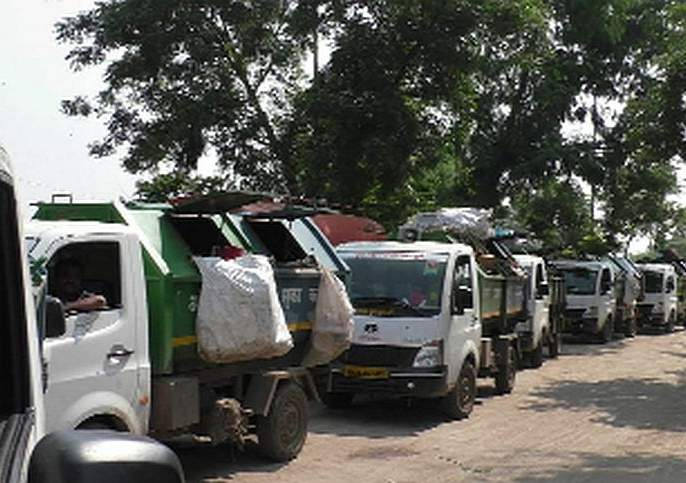 'Traffic jam' due to bells | घंटागाड्यांमुळे 'ट्रॅफिक जॅम'