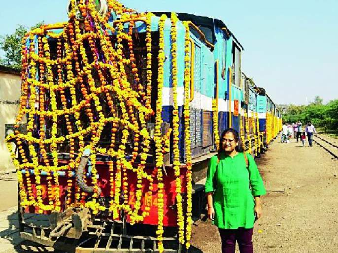 The Indian Railway's charm was stopped and the wheels stopped | भारतीय रेल्वेची मोहोर उमटली अन् चाके थांबली