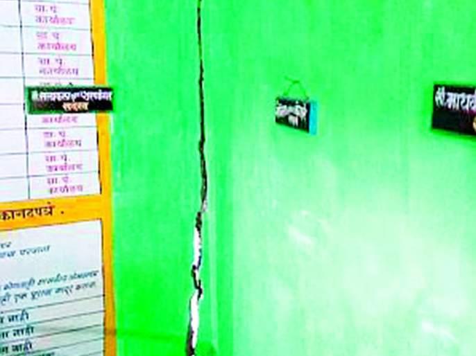 Management of Gram Panchayat from private house   ग्रामपंचायतीचा कारभार खाजगी घरातून