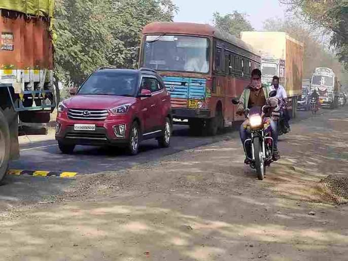 The 'cow' solution on the highway leads to fatalities   महामार्गावरील 'गावठी' उपाय ठरताय जीवघेणे