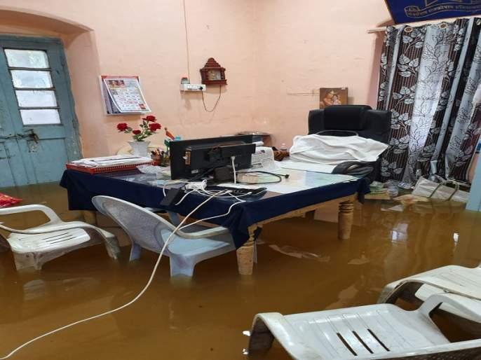 3 doors of Mula Dam opened; Kolgaon with city, Ukkadgaon rains   मुळा धरणाचे ११ दरवाजे उघडले;नगरसह कोळगाव, उक्कडगावला पावसाने झोडपले