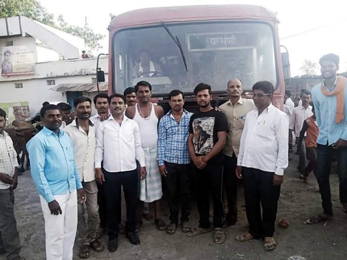 Parbhani: ST bus run after 25 years | परभणी : २५ वर्षानंतर धावली एसटी मंडळाची बस
