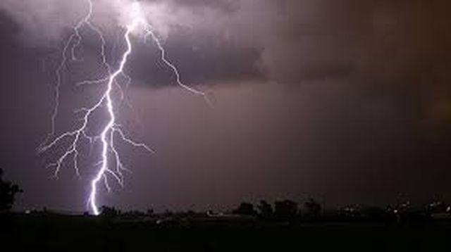 Cloudy conditions add hail to destruction | ढगाळ वातावरणामुळे नाशकात गारठा वाढला