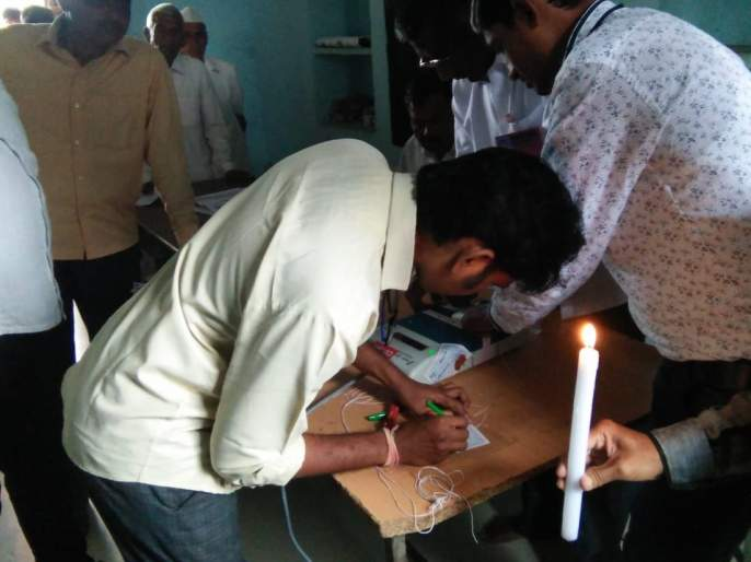EVM breaks in Pathar, half hour voting jam | पथराड येथे ईव्हीएममध्ये बिघाड, अर्धा तास मतदान ठप्प
