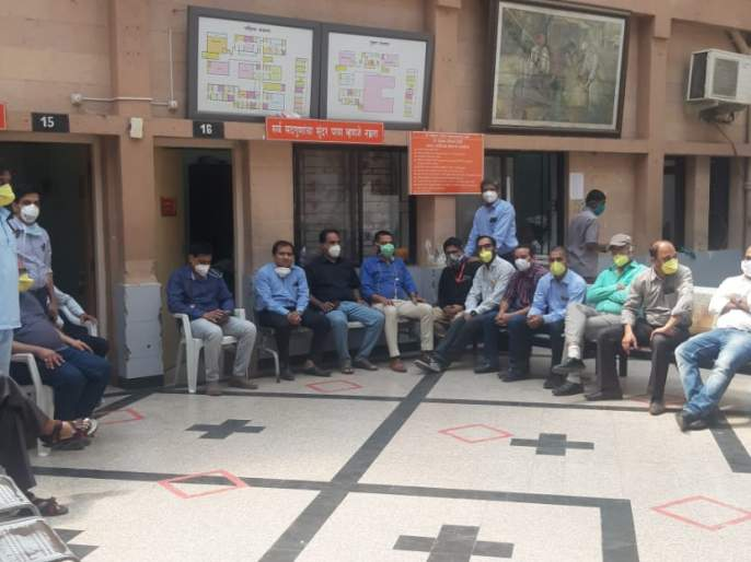 Work stoppage agitation of specialty doctors at Saibaba Hospital | साईबाबा रूग्णालयातील स्पेशालिटी डॉक्टरांचे कामबंद आंदोलन