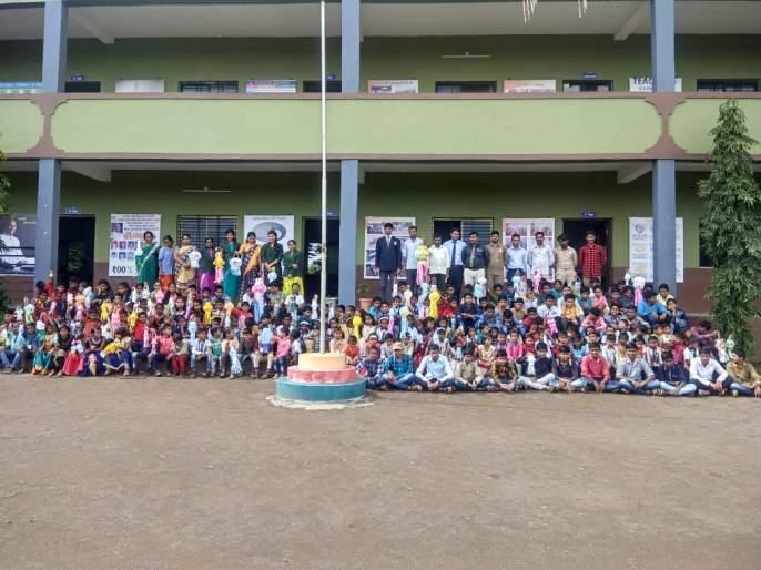 Akash lantern workshop at Ganadish School, College | गणाधिश स्कूल, कॉलेजमध्ये आकाश कंदील कार्यशाळा
