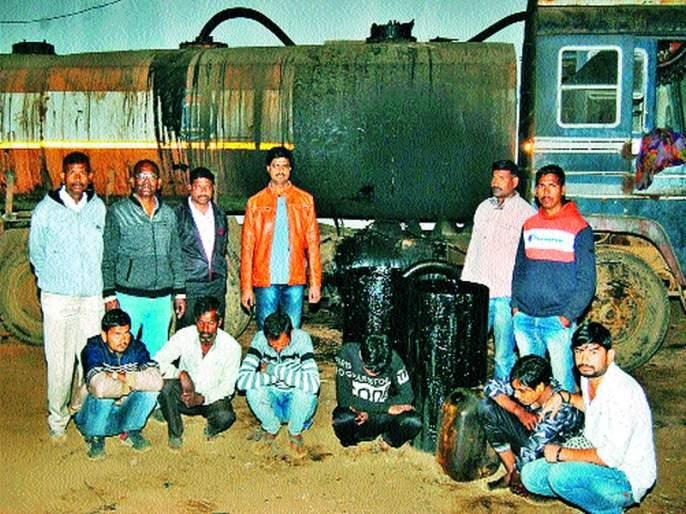 Six accused in the asphalt case | डांबर चोरीप्रकरणी सहा अटकेत