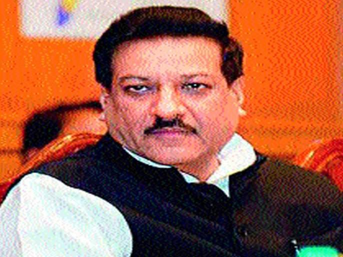 Defective, Kshirsagar is the chief minister's political corruption! : Prithviraj Chavan | विखे, क्षीरसागर यांना मंत्रिपदे देणे हा तर मुख्यमंत्र्यांचा राजकीय भ्रष्टाचार! :पृथ्वीराज चव्हाण