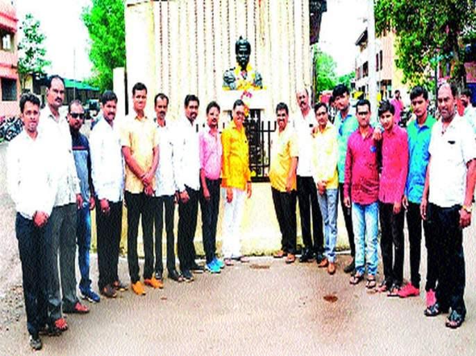 Idol worship on the birth anniversary of Lokmanya Tilak | लोकमान्य टिळक यांच्या जयंतीदिनी प्रतिमापूजन