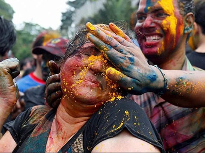 21 people hurt in eyes of Holi colors in Nagpur | होळीच्या रंगांमुळे नागपुरात२१ जणांच्या डोळ्यांना दुखापत