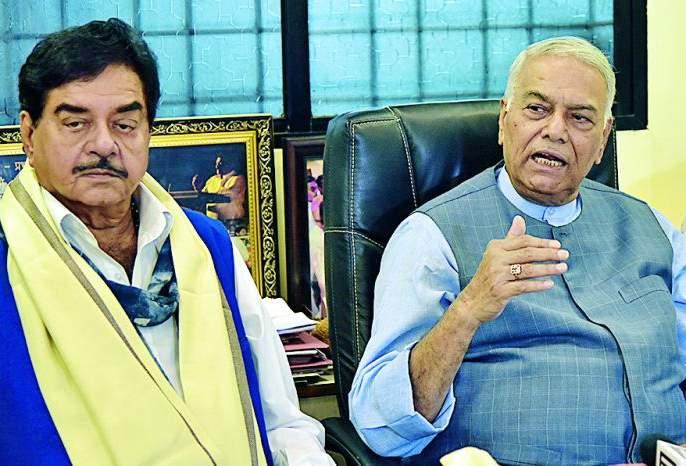 LIC fund misuse; Yashwant Sinha   'एलआयसी'च्या निधीचा दुरुपयोग; यशवंत सिन्हा
