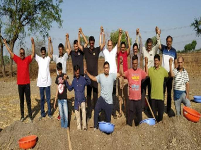 Water conservation work from the business's labor | व्यापायांच्या श्रमदानातून जलसंधारणाची काम