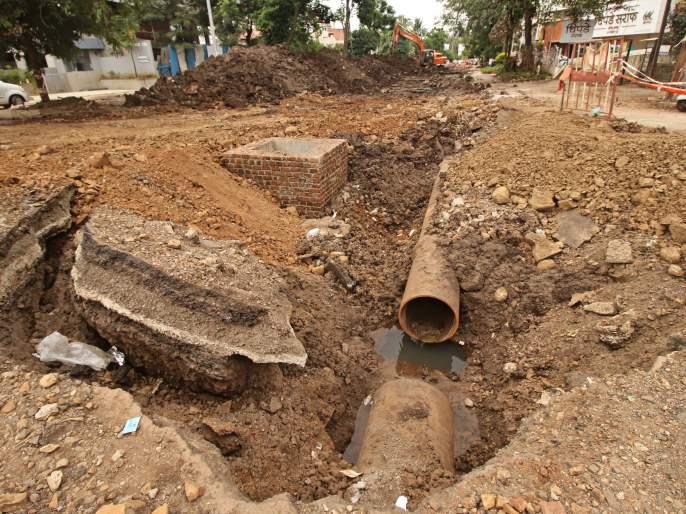 Twenty-one-and-a-half months still closed | कसबा बावडा मार्ग अजून दीड महिना बंदच, ड्रेनेजच्या कामाला सतरा विघ्ने