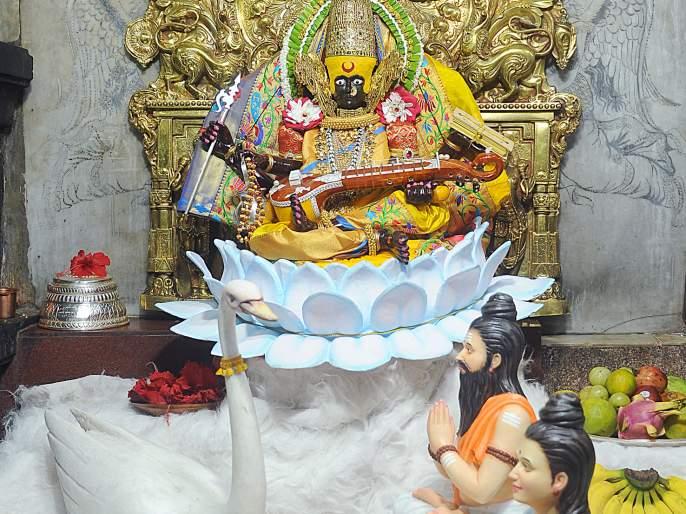 Darshan of Ambabai as Mahasaraswati - City tour on the occasion of Ashtami   अंबाबाईची महासरस्वती रूपात दर्शन - अष्टमीनिमित्त नगरप्रदक्षिणा