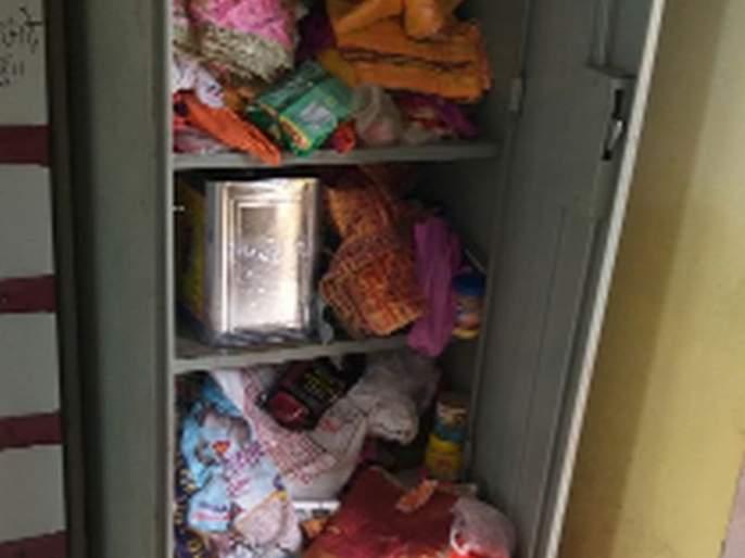 The thieves stumble upon a treasure chest in the temple   चोरट्यांचा मंदिरातील दानपेटीवर डल्ला