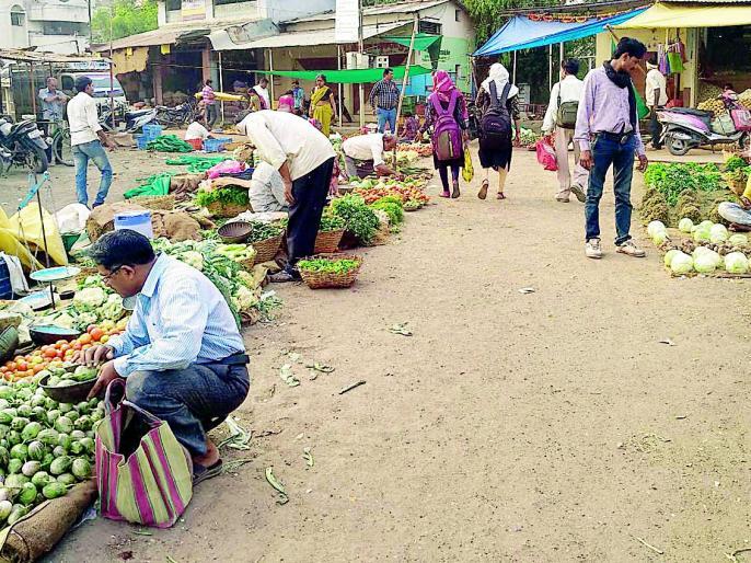 Discouragement in the Diwali festival market | दिवाळी सणाच्या बाजारात निरुत्साह