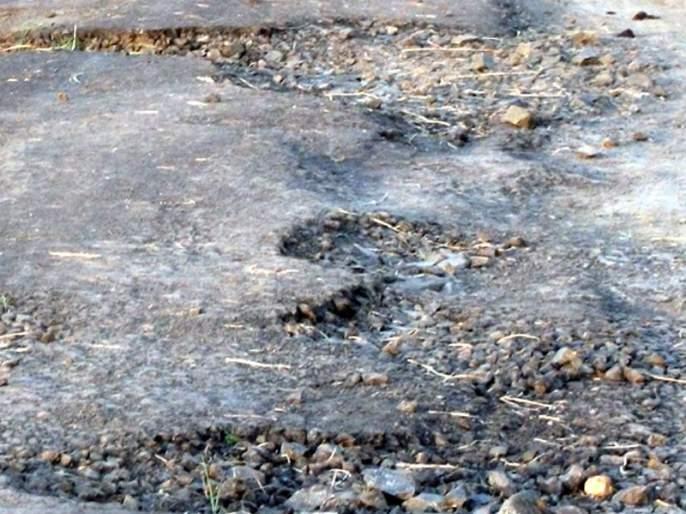 The road from Jamb to Gaimukh is rocky | जांब ते गायमुख रस्ता खड्डेमय