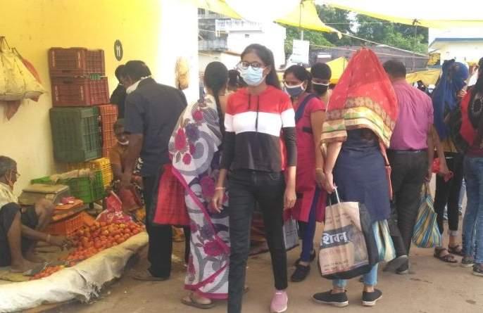 Public curfew raises prices of essential commodities | जनता कर्फ्यूमुळे जीवनावश्यक वस्तूंच्या किमतीत वाढ