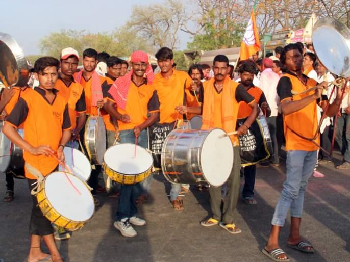 Arjun Khotkar's association with Rao Saheb Danwe becomes deciding factor   अर्जुन खोतकरांची साथ मिळाल्याने रावसाहेब दानवेंना जालना विधानसभा मतदारसंघातून मिळाला पाठिंबा