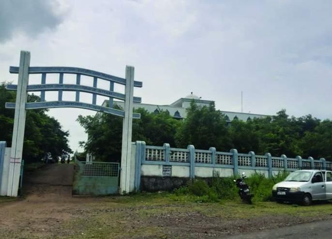 Avoid closing Covid Care Center at Khamgaon   खामगाव येथील कोविड केअर सेंटर बंद करण्यास टाळाटाळ
