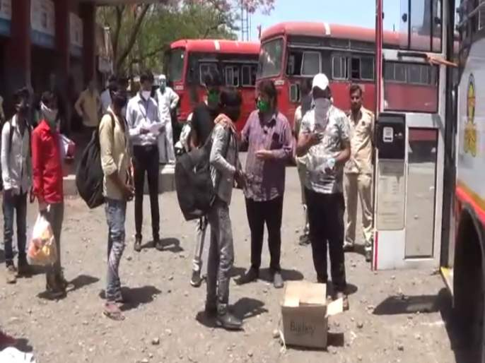 Lasalgaon laborers leave for Madhya Pradesh by bus | लासलगावी मजूर बसने मध्य प्रदेशला रवाना