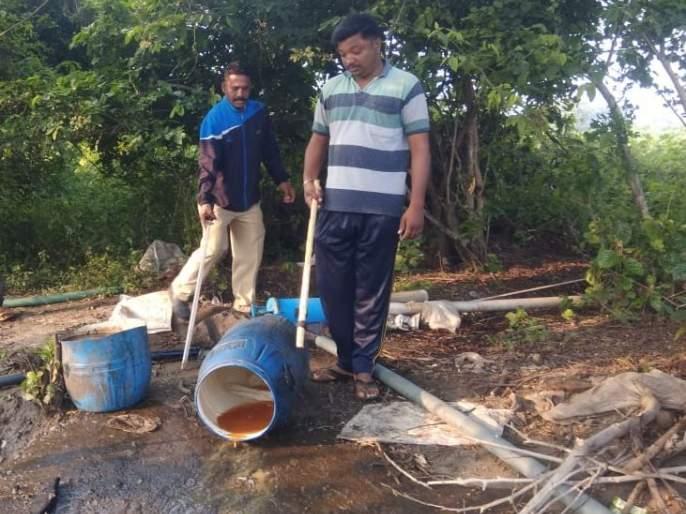 Pimpalgaon Hareshwar police action on grasshopper | पिंपळगाव हरेश्वर पोलिसांची गावठी हातभट्टीवर कारवाई