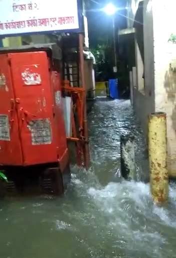 169.18 mm rainfall recorded till morning in Thane | ठाण्यात पावसाची दमदार हजेरी सकाळपर्यंत १६९.१८ मीमी पावसाची नोंद