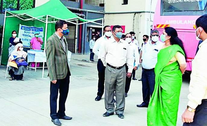 Collector arrives at Kovid Hospital | कोविड रुग्णालयांत पोहोचल्या जिल्हाधिकारी