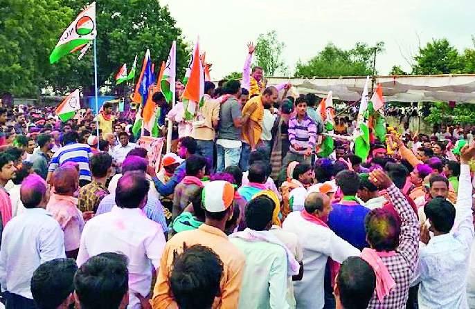 Maharashtra Election 2019 ; Voters rejecting BJP, garnering victory in the throats of Congress, NCP and Independent candidates | Maharashtra Election 2019 ; भाजपला नाकारत मतदारांनी काँग्रेस, राष्ट्रवादी आणि अपक्ष उमेदवाराच्या गळ्यात घातली विजयाची माळ