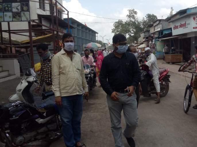 Punitive action will be taken against the citizens who do not wear masks | मास्क न वापरणाऱ्या नागरिकांवर दिंडोरीत दंडात्मक कारवाई सुरू