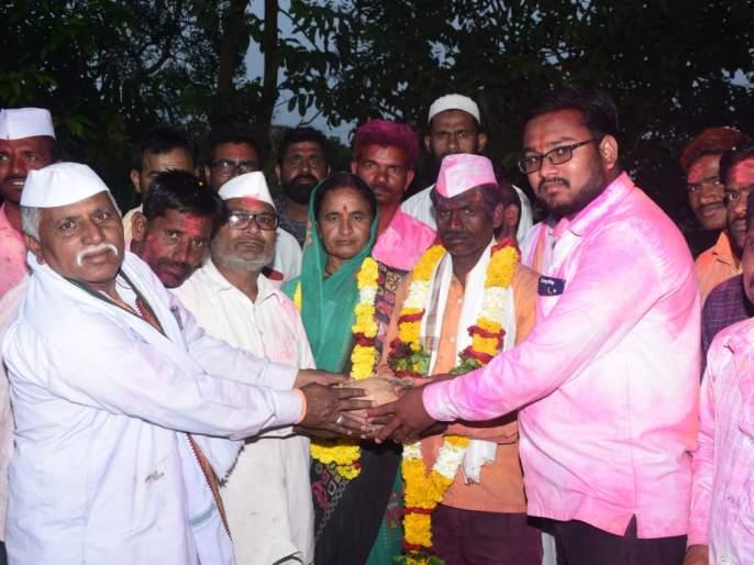 Husband and wife win in Rendale Group Gram Panchayat | रेंडाळे ग्रुप ग्रामपंचायतीत पती-पत्नीचा विजय