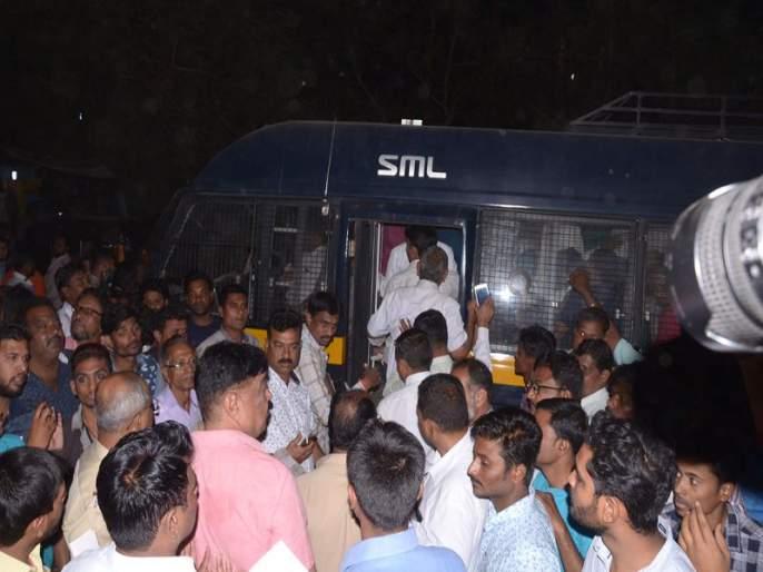 Ex-corporator Arun Shirasale raided on the social club | माजी नगरसेवक अरूण शिरसाळे यांच्या सोशल क्लबवर छापा