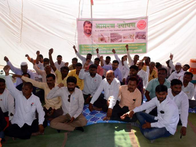 Timeless fasting of 'Swabhimani' in Parbhani   परभणीत 'स्वाभिमानी'चे बेमुदत उपोषण