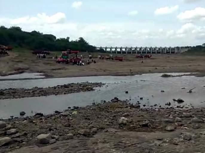 Parbhani: 1 Survey of sand ghats | परभणी : १६१ वाळू घाटांचे सर्व्हेक्षण