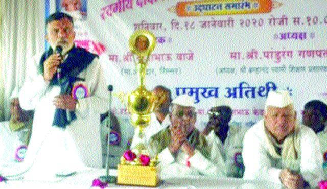 Trophy to Sangamner College | संगमनेर महाविद्यालयाला करंडक