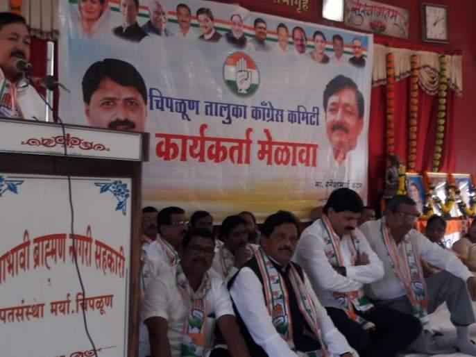 Congress wants to strengthen hands again: Ramesh step | रत्नागिरी : काँग्रेसचा हात पुन्हा बळकट करायचा आहे : रमेश कदम