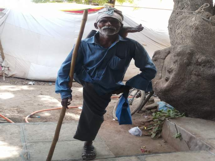 Principal beggar asking for only one rupee | केवळ एकच रुपया मागणारा तत्वनिष्ठ भिकारी...