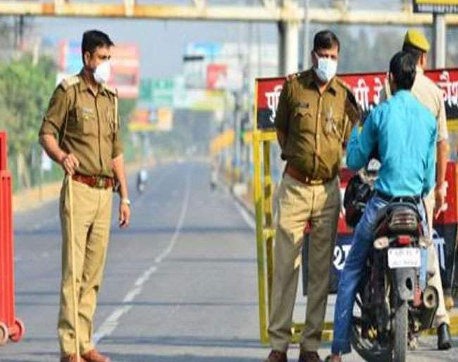 Coronavirus: Delhi Police epic reply to youth who ask can visit friend house in lockdown pnm | Coronavirus: 'लॉकडाऊन'मध्ये मित्राच्या घरी जाऊ शकतो का?; युवकाच्या प्रश्नावर पोलिसांचं हटके उत्तर!