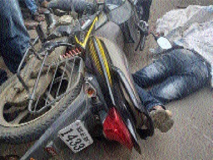 Two killed, two injured in truck accidents | ट्रक- दुचाकीच्या अपघातांमध्ये दोन ठार, दोन जखमी