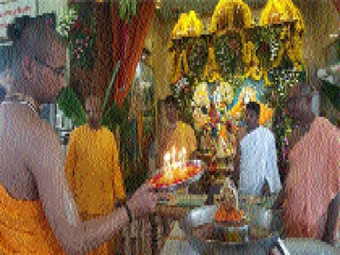 Krishna Janmashtami celebrated in Radhagovind Temple of ISKCON | इस्कॉनच्या राधागोविंद मंदिरात कृष्ण जन्माष्टमी उत्साहात साजरी