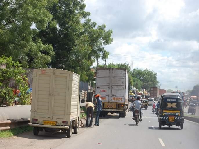Road jammers will need 'jammers' for obstructing traffic   वाहतुकीला अडथळा ठरणाऱ्या रस्त्यावरील वाहनांना लागणार 'जॅमर'