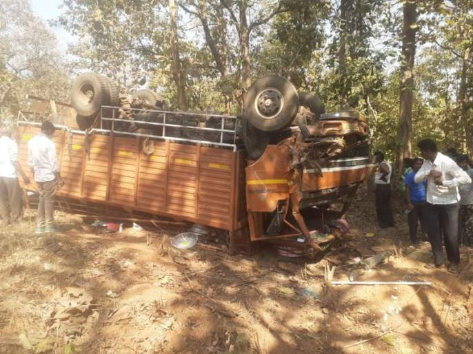 Six killed in Chandrapur truck overturn | चंद्रपूर जिल्ह्यात वरातीचा मेटॅडोर उलटून चार ठार; दारु पिऊन चालवली गाडी