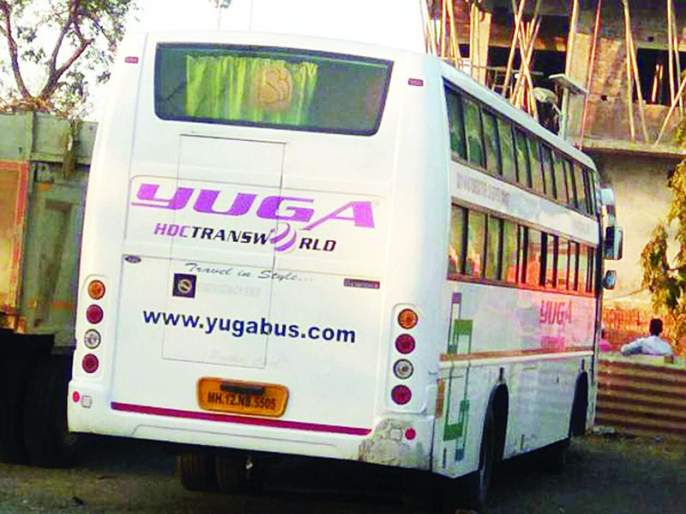 Man on Two-wheeler killed in an accident in Buldhana district | खासगी बसच्या धडकेत दुचाकीस्वार ठार