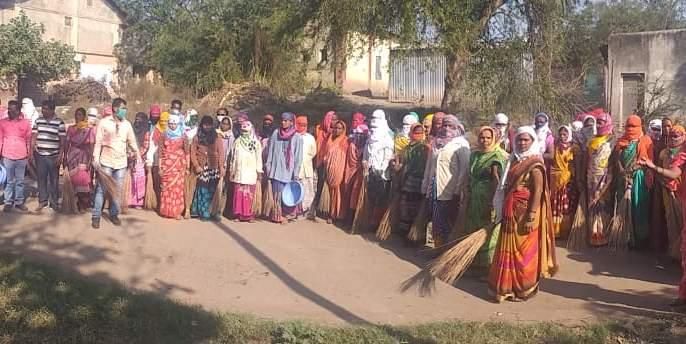 Village cleaning campaign for donors | दात्याणेला गाव स्वच्छता माेहीम