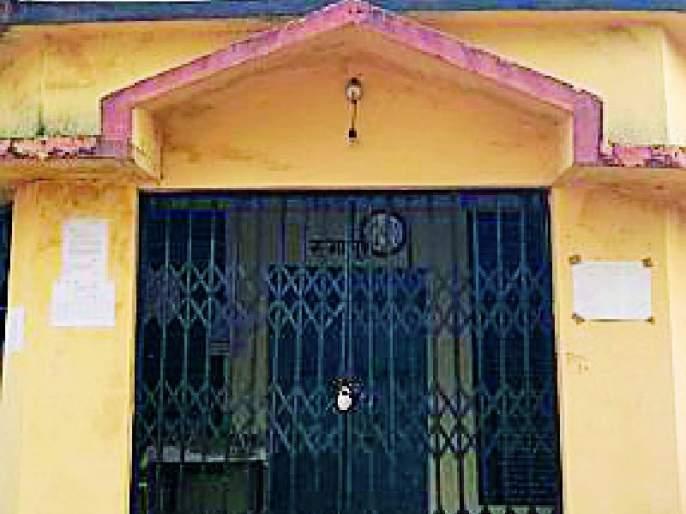 Absent the villagers; Warning to lock the gram panchayat | ग्रामसेवक गैरहजर; ग्रामपंचायतीला कुलूप ठोकण्याचा इशारा